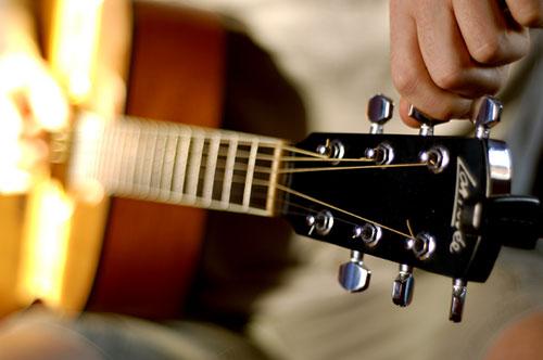 Afine seu violão aqui